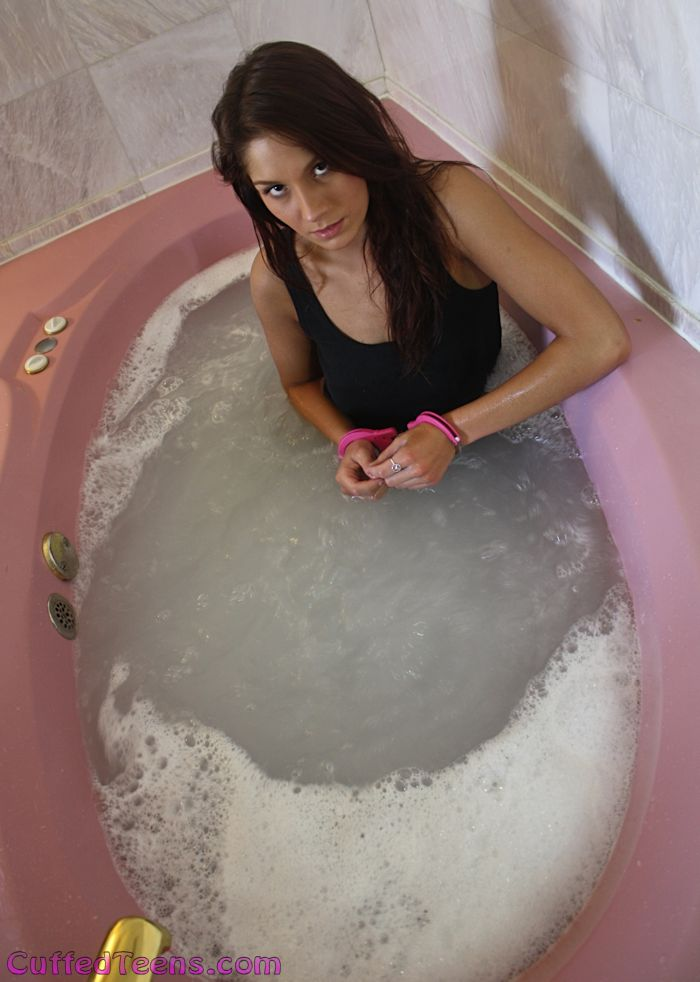 Nikki Rae in the tub
