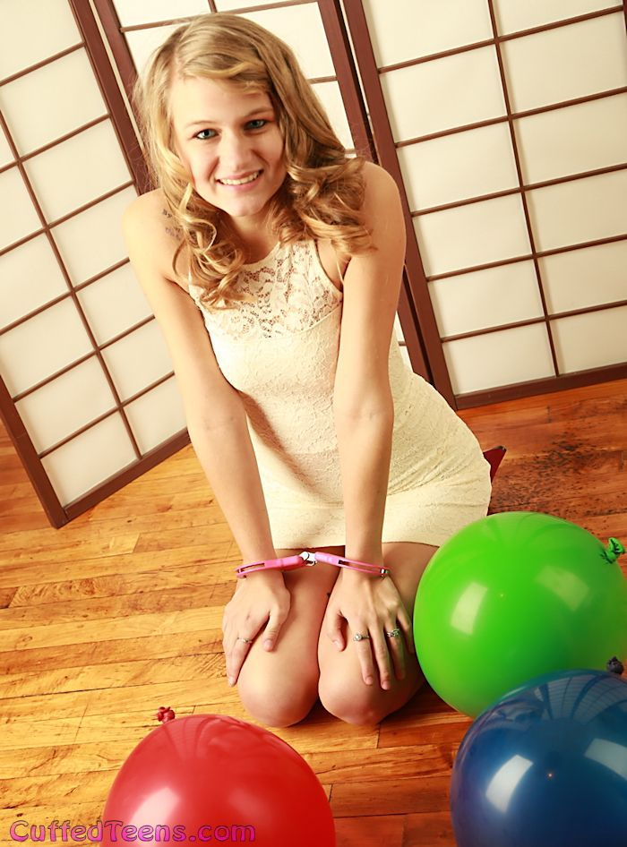 Lexi – balloon fun