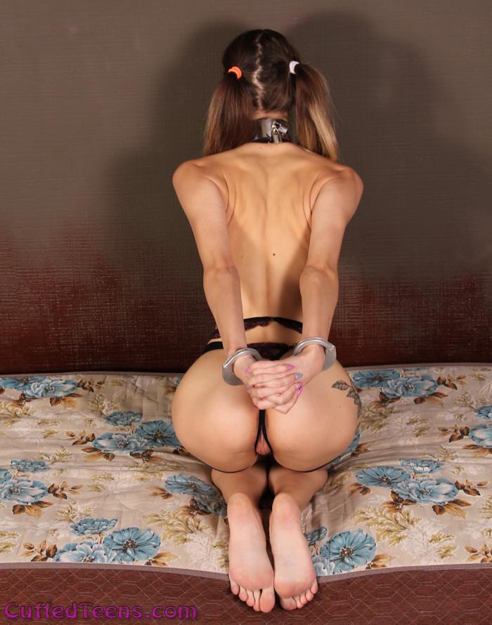 Dina Ket – special handcuffs