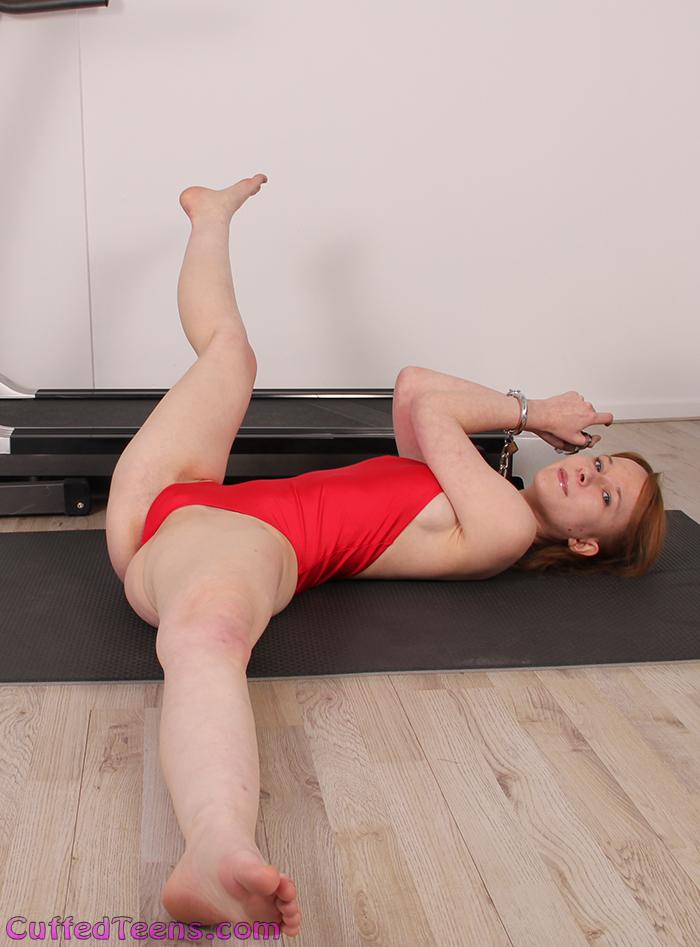 Sweetie Plum – neck cuffed gym